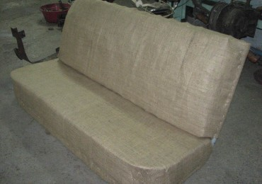 Обтягивание дивана мешковиной